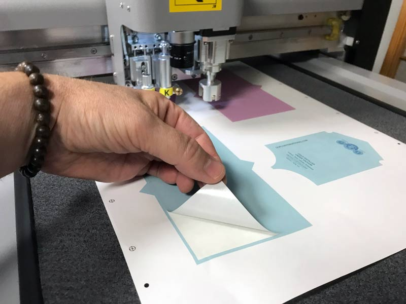 Impression d'adhésif personnalisé à l'imprimerie DFS+ à Aix-en-Provence
